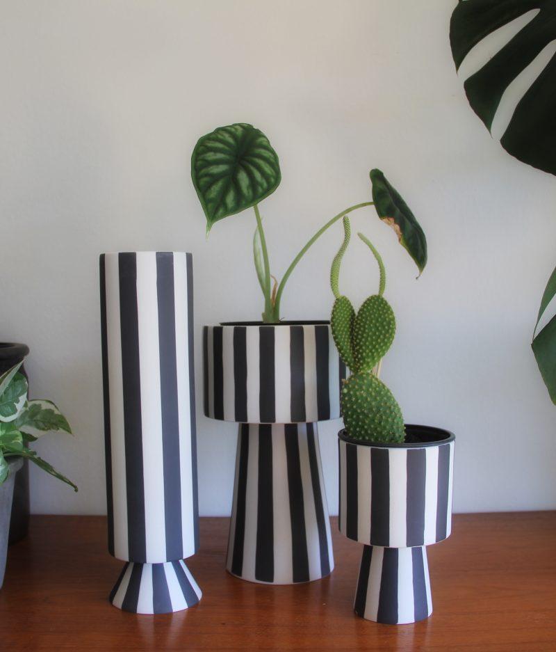 svart vit vas
